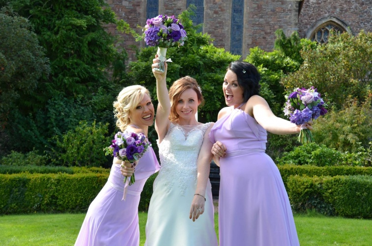 Harmonise with the bridesmaids!